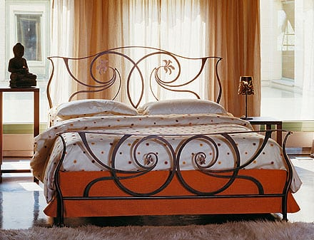 Contemporary-style-oxidized-copper-bed